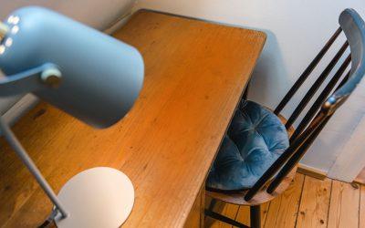 Kleiner Schreibplatz im Flur oben