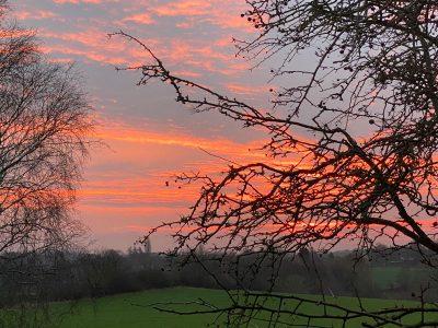 Sonnenaufgang im Winter vom Grundstück